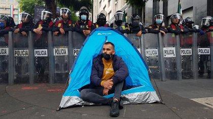 Instalaron un campamento en Avenida Juárez, entre Reforma y Eje Central (Foto: Twitter/LauraMex)