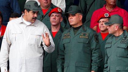 Nicolás Maduro y Vladimir Padrino (Reuters)