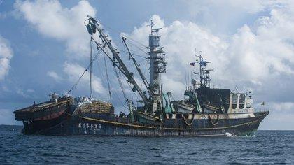 La Armada dio cuenta a través de la entrevista con uno de sus fiscalizadores sobre el encuentro con dos embarcaciones chinas en la Zona Económica Exclusiva de Chile