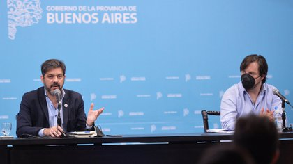 Kreolak junto al jefe de Gabinete bonaerense, Carlos Bianco (@SaludBAP)
