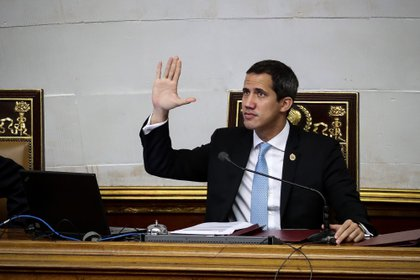 Juan Guaidó reiteró que instalará un nuevo periodo de la Asamblea Nacional de Venezuela el 5 de enero (EFE/Rayner Peña)