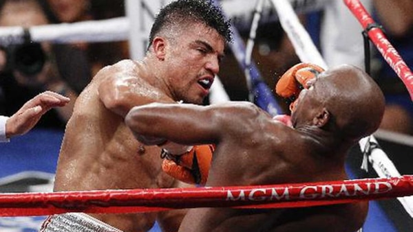 Una de sus grandes peleas fue ante Floyd Mayweather