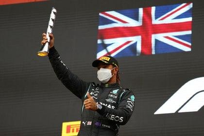 Lewis Hamilton marcha primero en el mundial de pilotos con 43 puntos; Max Verstappen es segundo con 42 y Checo Pérez es octavo con 10 (Foto: REUTERS/Bryn Lennon)