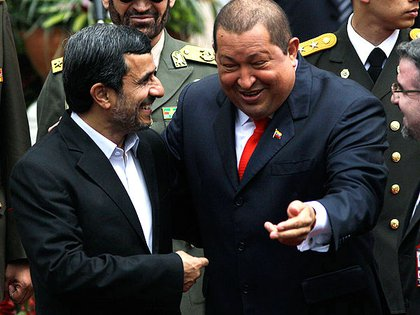 Hugo Chávez y Mahmoud Ahmadinejad. Foto:  AP