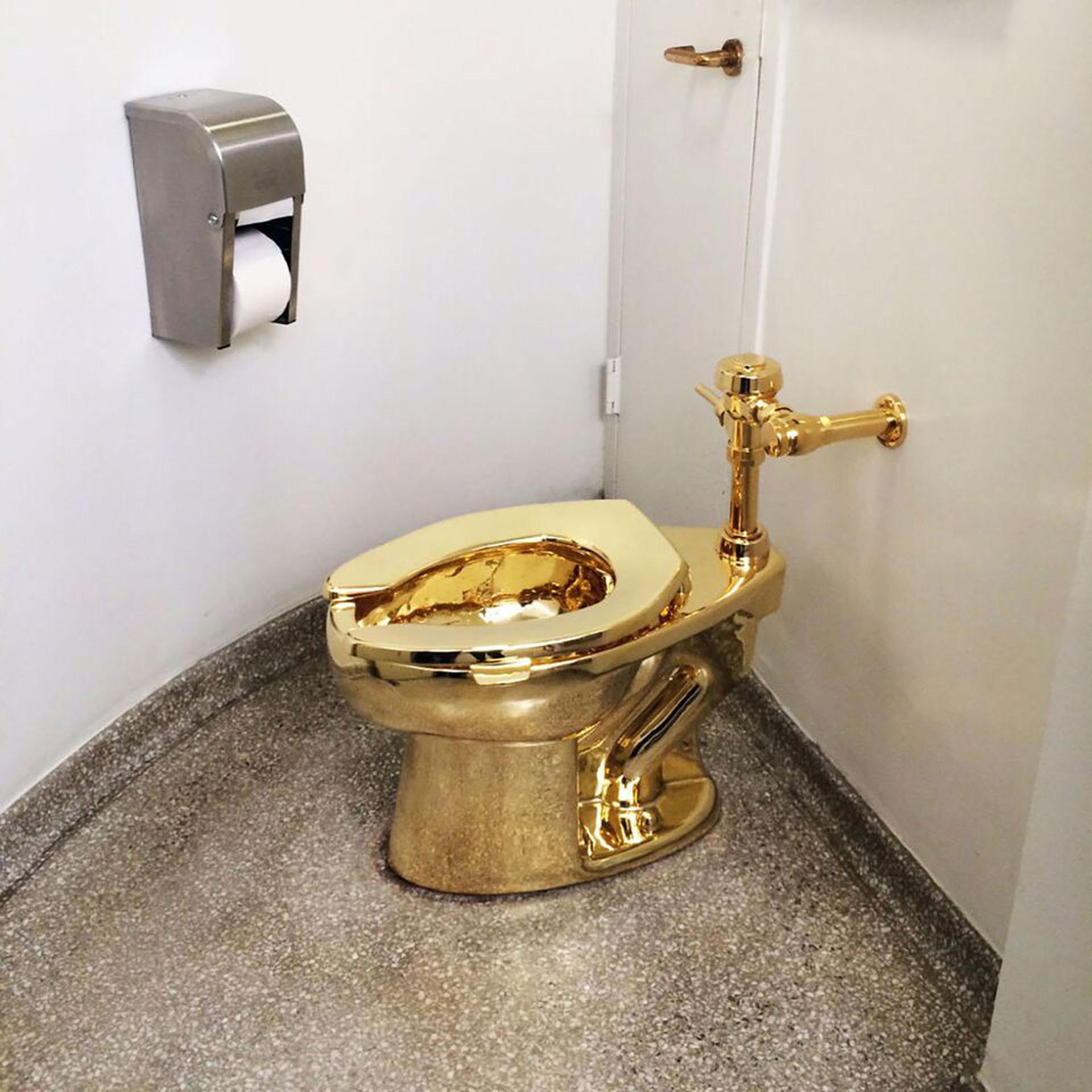 El inodoro de oro macizo de 18 kilates que instaló en el Museo Guggenheim
