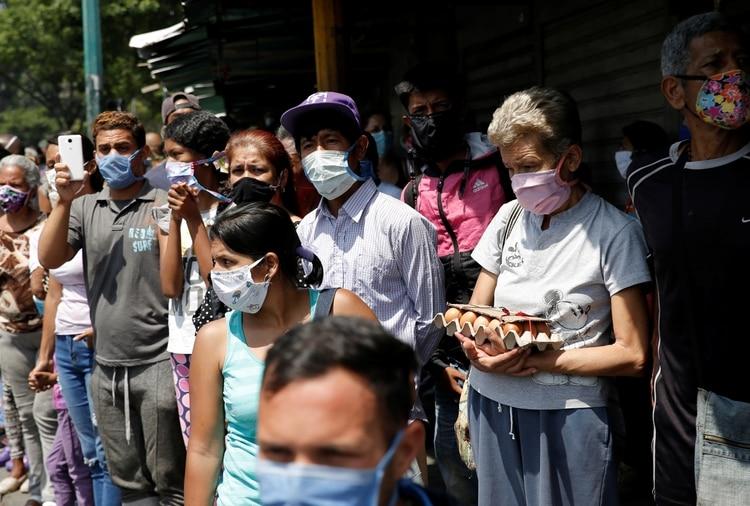 Urge en Venezuela ayuda humanitaria y restitución de la democracia — Pompeo