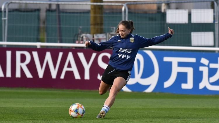 Estefanía Banini fue la gran figura en el debut de Argentina ante Japón (Stefanía León – AFA)