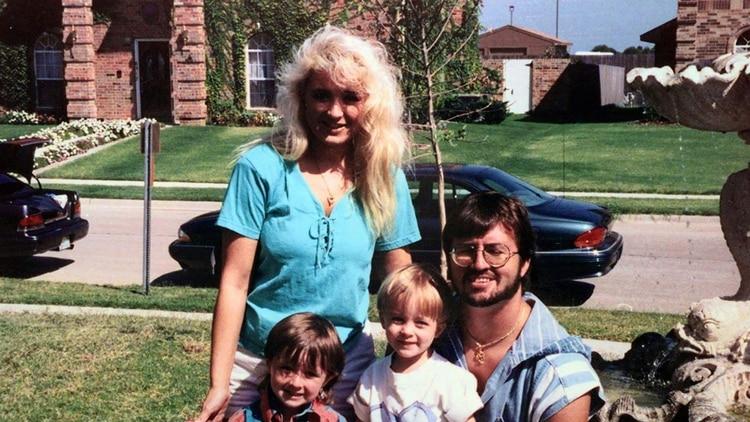 Darlie, su marido Darin y sus pequeños antes de la tragedia (AP)
