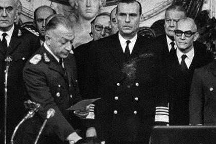 Roberto Marcelo Levingston jura como presidente de facto el 18 de junio de 1970