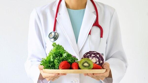 Existen nutrientes específicos que ayudan a mantener un correcto funcionamiento del cuerpo y evitar enfermedades (Getty)