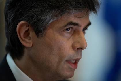 Fotografía tomada el pasado 15 de mayo en la que se registró el hasta ese día ministro de Salud de Brasil, Nelson Teich, en Brasilia (Brasil). EFE/Joédson Alves/Archivo