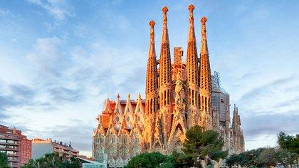 Sagrada Familia.El arquitecto español y máximo representante del modernismo Antoni Gaudí no vivió para ver su Sagrada Familia terminada; de hecho, todavía se está construyendo y según su sitio web, se espera que la construcción cese en 2026 (Shutterstock)