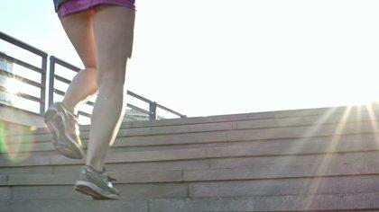 Si bien las cuestas no reemplazan al gimnasio, para aquellos que no pueden ir al gym, las cuestas permiten un buen trabajo de fuerza que servirá para el estado físico en general