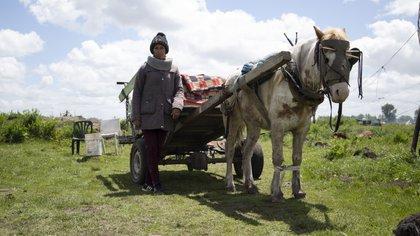 El carro con que cirujean junto a su marido. En él y una camioneta de Defensa Civil llevaron sus cosas: Foto: Lihue Althabe