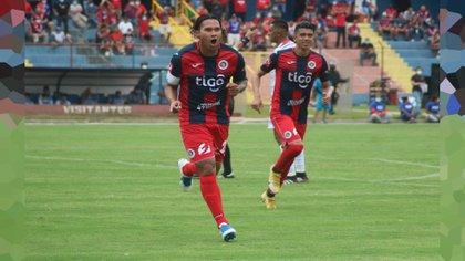 """Carlos el """"Gullit"""" Peña se incorporó al Club Deportivo FAS de El Salvador, el séptimo equipo de su carrera profesional (Foto: Twitter/CDeportivoFAS)"""