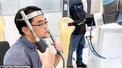 El brazo electrónico de Brain Navi puede tomar pruebas de COVID-19 en 5 minutos de manera autónoma. Foto: Brain Navi