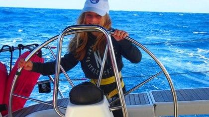 Fanática del snorkel, de manejar su bote y de perseguir tortugas, la pequeña de diez años no se ata a ninguna rutina