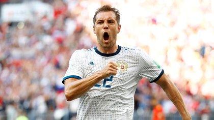 Soccer Football – World Cup – Round of 16 – Spain vs Russia – Luzhniki Stadium, Moscow, Russia – July 1, 2018 Russia's Artem Dzyuba celebrates scoring their first goal REUTERS/Kai Pfaffenbach
