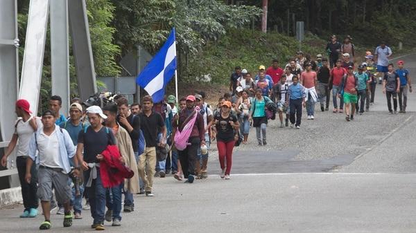 La caravana de migrantes hondureños salió de su país el pasado sábado rumbo a EEUU. (Foto: AP)