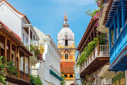 Por su arquitectura, colores y la energía que encierra la ciudad amurallada y sus barrios cercano, Cartagena es la ciudad preferida por los visitantes de Colombia y el mundo para celebrar Navidad y Año Nuevo (Shutterstock)