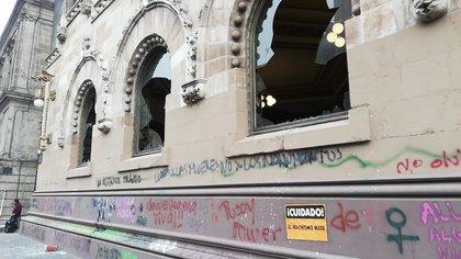 La SCT reportó daños al Palacio Postal en la Ciudad de México (Foto: Twitter@SCT_mx)