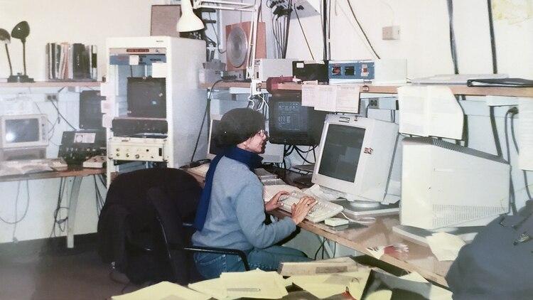 Miriani Pastoriza en la sala de control del telescopio en el Observatorio Interamericano de Cerro Tololo, Chile