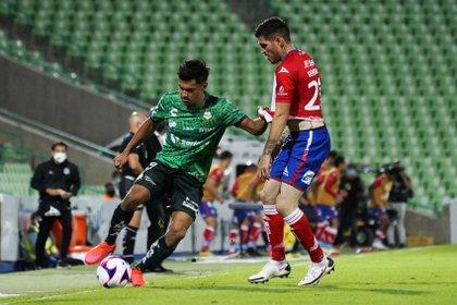 En reiteradas ocasiones, Memo Vázquez anotó que los potosinos siguen cometiendo los mismos errores defensivos (Foto: Cortesía/ Club Santos/ Jos Alvarez/ JAM MEDIA)