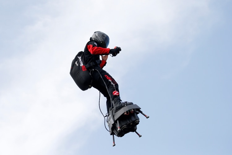 Franky Zapata no logró su objetivo (Reuters/ Pascal Rossignol)