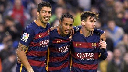"""Neymar escogió a Luis Suárez y a Lionel Messi para que formen parte de su """"cinco ideal"""" - AFP PHOTO/ LLUIS GENEzzzz"""