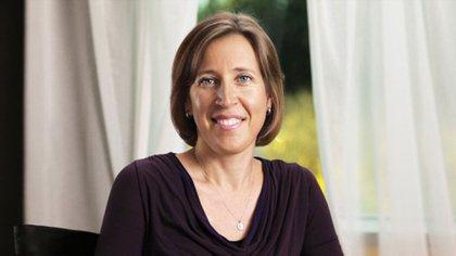 Una industria que trabaja haciael futuro ejerce unadiscriminación de género que es parte del pasado, escribió Susan Wojcicki en su alegato por una diversidad mayor en la tecnología.(AFP)