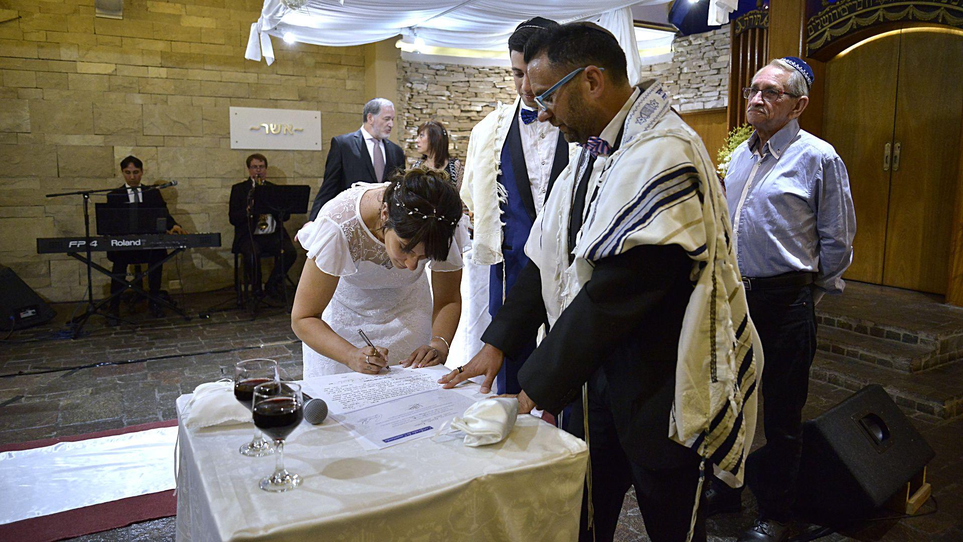 La firma del Ketová por parte de la novia