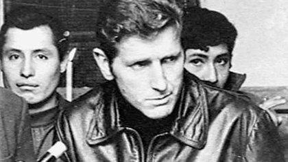 El padre Carlos Mugica escribía la letra a medida que el Grupo Vocal Argentino ensayaba la obra