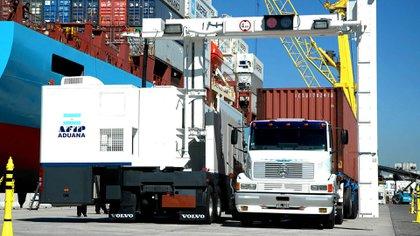 Los ingresos por exportaciones superaron a las salidas de divisas por importaciones (NA)