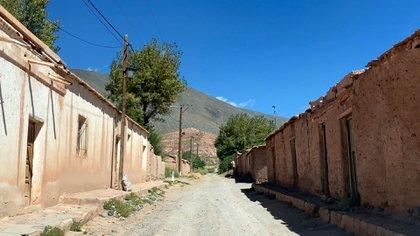 (El pueblo antiguo de La Poma fue destruido por un terremoto en 1930. Allí estaba el almacén en el que Castilla y Leguizamón se cruzaron con Eulogia Tapia.