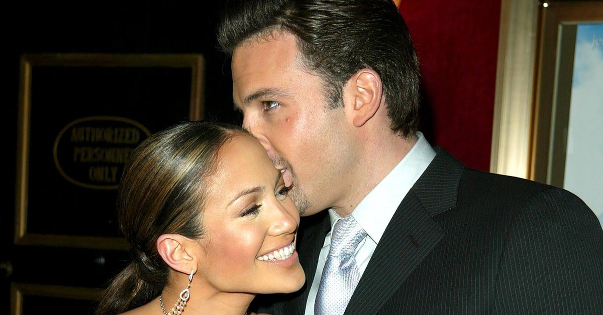 17 years after their separation, Jennifer Lopez and Ben Affleck are back together: