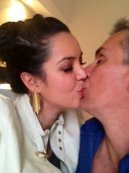 Carisa y Xavier se convirtieron en padres en enero de 2012 (TW: @carisadeleon)