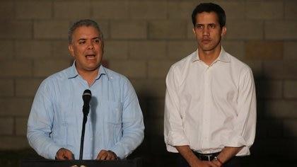 Iván Duque y Juan Guaidó, en una conferencia cerca a la frontera colombo-venezolana (Reuters/archivo)