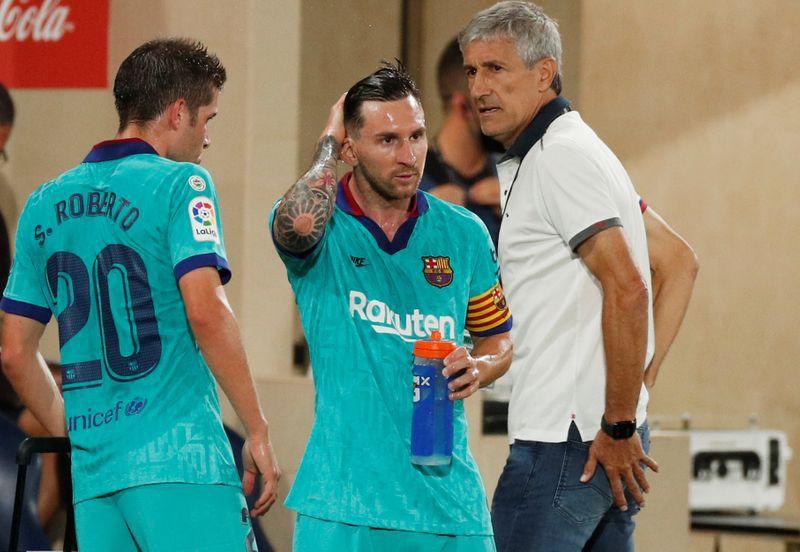 Quique Setién se refirió a las duras declaraciones de Lionel Messi luego de las duras declaraciones del rosarino (REUTERS/Albert Gea)