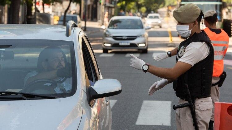 Según los datos que informó el Gobierno la circulación de vehículos y personas creció en la última semana como parte de la flexibilización (Adrián Escandar)