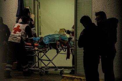 CIUDAD DE MÉXICO, 14ENERO2021.- En la zona de urgencias del Hospital General Balbuena continúa el ingreso de pacientes que presenten alguna complicación respiratoria. Autoridades de la capital implementarán un programa para poder atender hasta a 6 mil pacientes con Covid-19 en casa debido a la alta saturación de camas en hospitales FOTO: MARIO JASSO/CUARTOSCURO