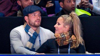 Caroline Flack y su novio en noviembre de 2019 (Shutterstock)
