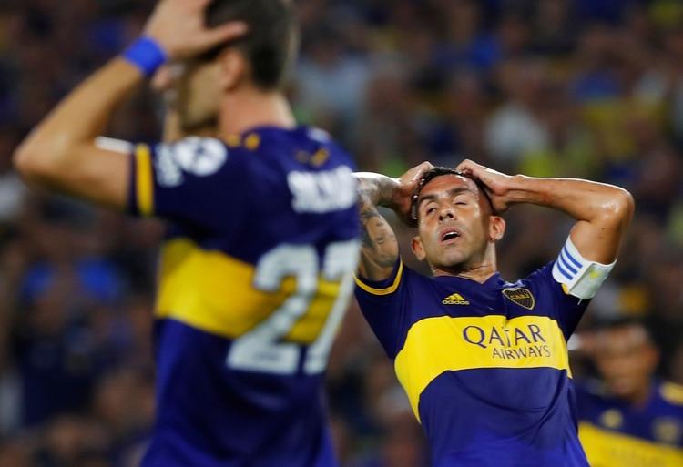 Tevez y Soldano se lamentan por una chance desaprovechada (REUTERS/Agustin Marcarian)