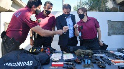 El vicejefe de Gobierno porteño Diego Santilli en un operativo con la policía de la Ciudad (Foto: Prensa)