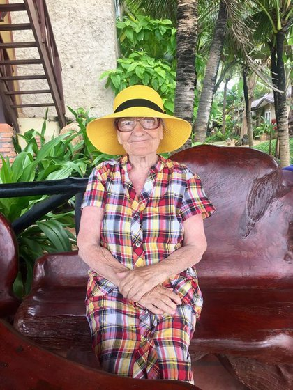 Con 89 años y un excelente estado físico la abuela Baba Lena utiliza lo ganado en su jubilación para viajar por el mundo (Facebook Ekaterina Papina)