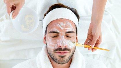 Cada vez son más los jóvenes que consultan para tratar el acné y las cicatrices de acné (Shutterstock)