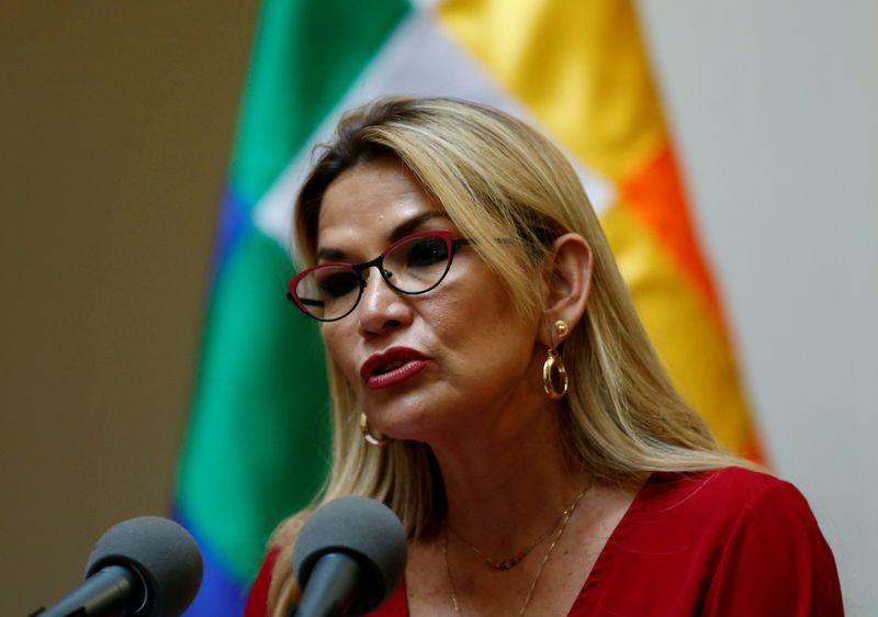 La presidenta interina de Bolivia, Jeanine Añez, habla durante una ceremonia en el palacio presidencial en La Paz, Bolivia, el 18 de diciembre de 2019. REUTERS/David Mercado
