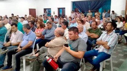 Anoche se realizó una Asamblea multisectorial en Chaco. Productores del NEA anunciaron un cese de comercialización de granos y hacienda, entre el 2 y 9 de marzo