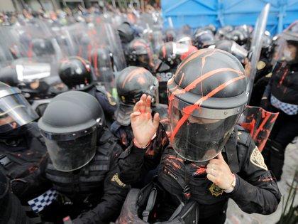 El uso de balas de goma a pintura a corta distancia pueden causar lesiones graves o incluso la muerte (Foto: Reuters/Raquel Cunha)