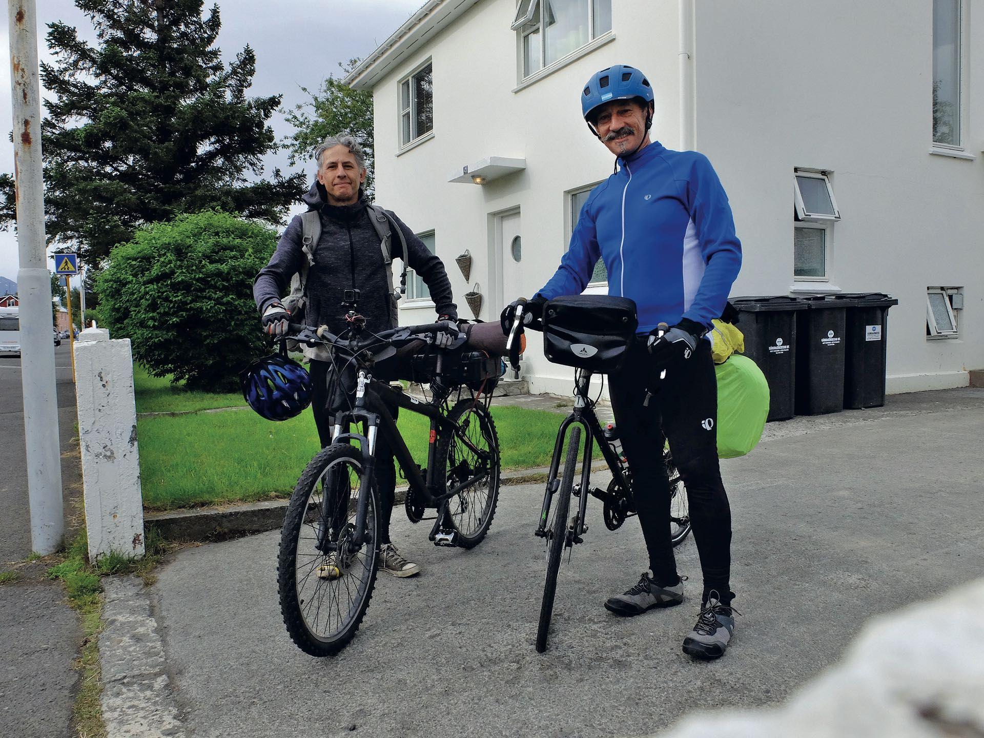 Henry von Wartenberg y Diego,  la dupla bicicletera en Akureyri