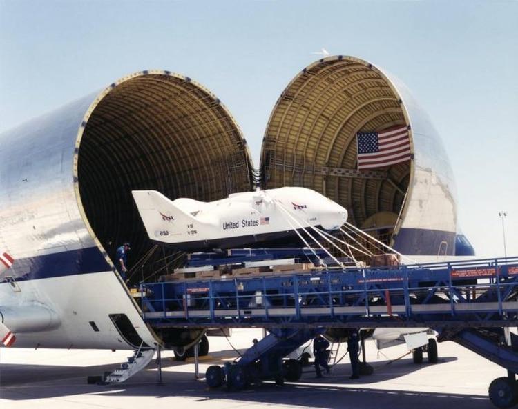 En los últimos años, Super Guppy también transportó naves espaciales experimentales (NASA)
